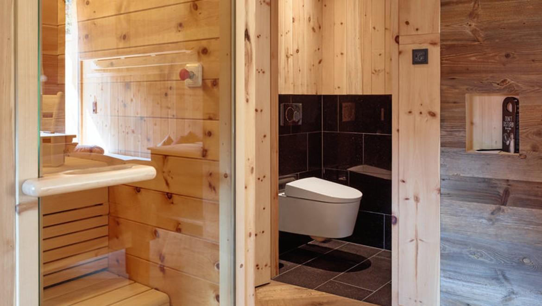 Zimmer mit Dusch WCs und Sauna