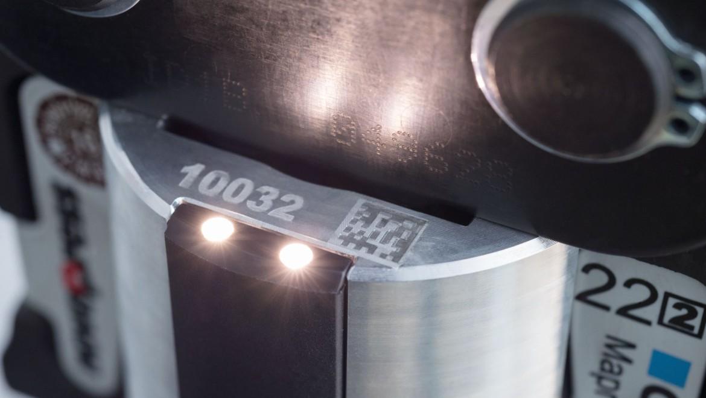 Geberit Presswerkzeug mit Pressstellenbeleuchtung sorgt für gute Sicht in dunklen Ecken